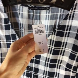 Abercrombie & Fitch Tops - NWT Abercrombie Plaid Crop Long Sleeve Blouse